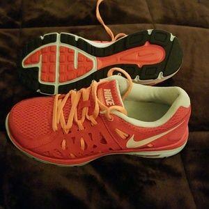 Nike Size 6 Running Athletic Shoe